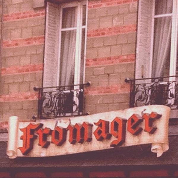 Encontrava essa pequena loja de queijos todos os dias no meu caminha Chatou-Paris. As letras em vermelho me chamavam a atençao. O dono da loja era um senhor simpático, de uns 70 anos, que me revelou nunca ter perdido um jogo do Pelé.