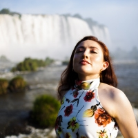 Ela veio do Equador para tirar fotos nas Cataratas do Iguaçu